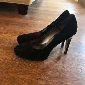 Like New🌟Banana Republic Black Suede Pumps